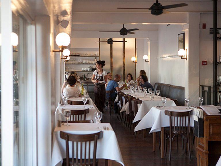 מסעדת דליקטסן - פרקט גושני מעץ איפאה