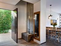 פרקט עץ בכניסה לבית