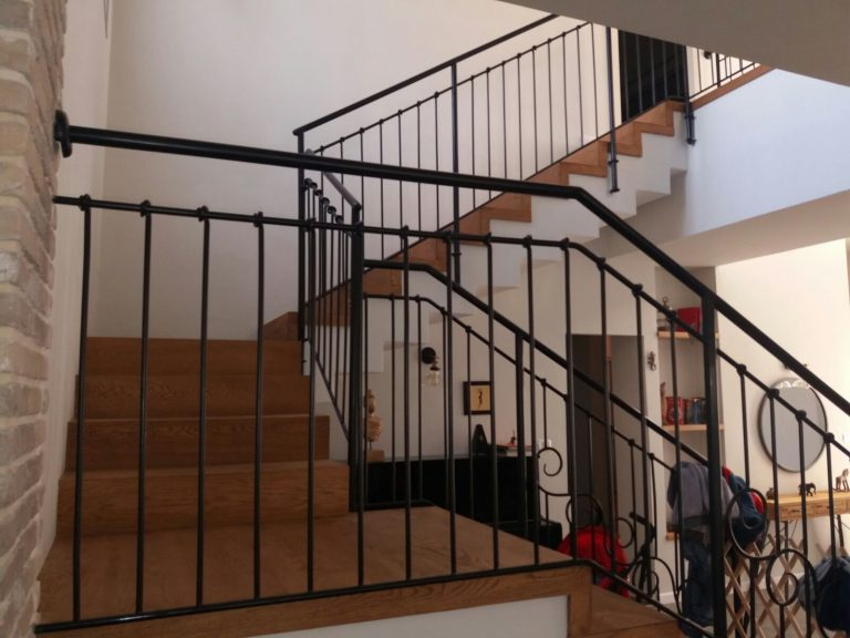 Stairs made of dark-brown oak-droran (1)