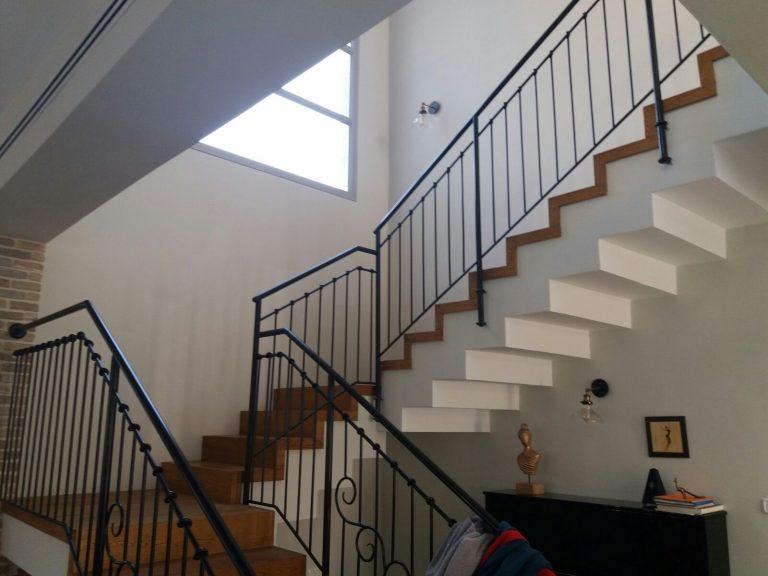 Stairs made of dark-brown oak-droran (2)
