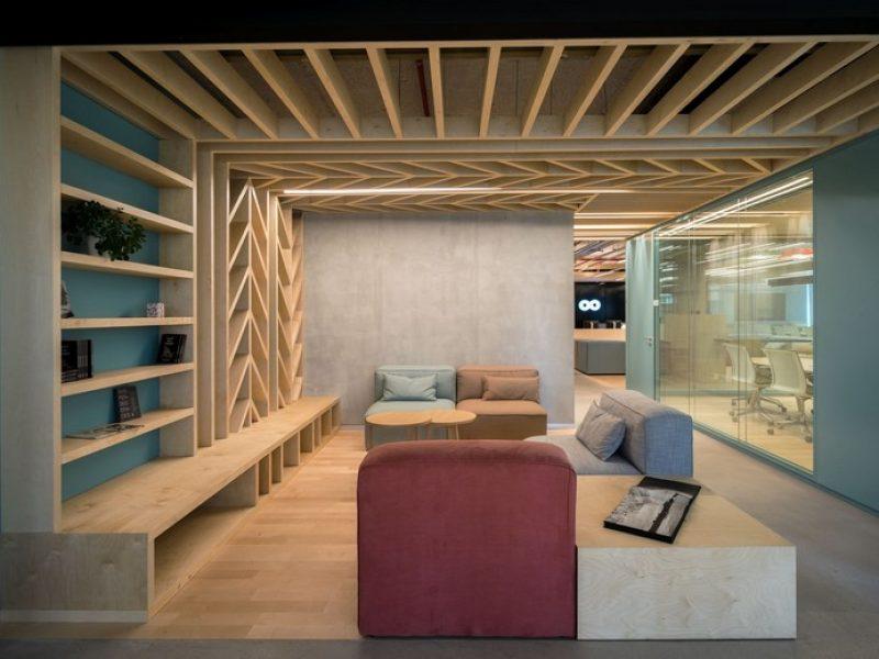 פרקט עץ במשרדי חברת team 8 בתל אביב