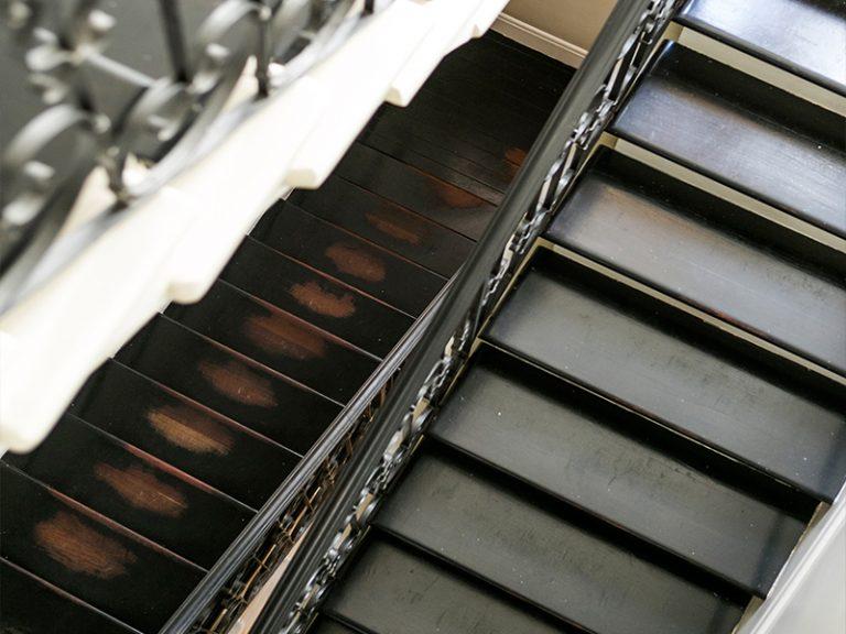 מדרגות עץ עם חברת פרקטים, דרורן