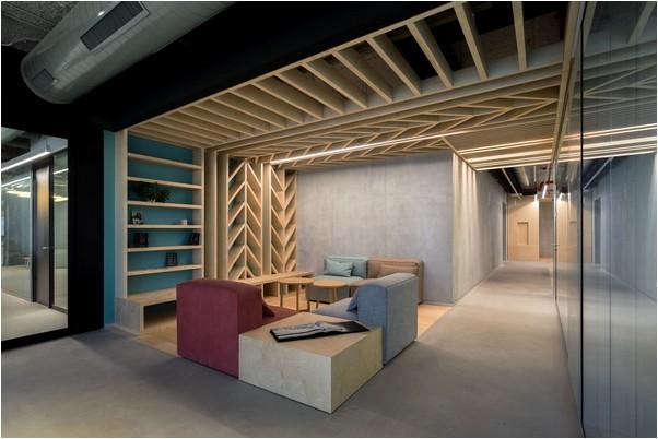 משרדי team8 בתל אביב עם פרקט עץ מייפל
